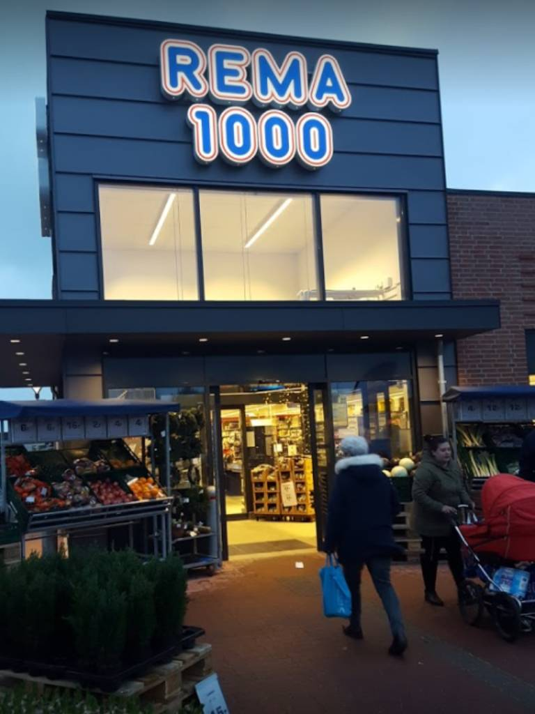 Rema 1000 Store Front
