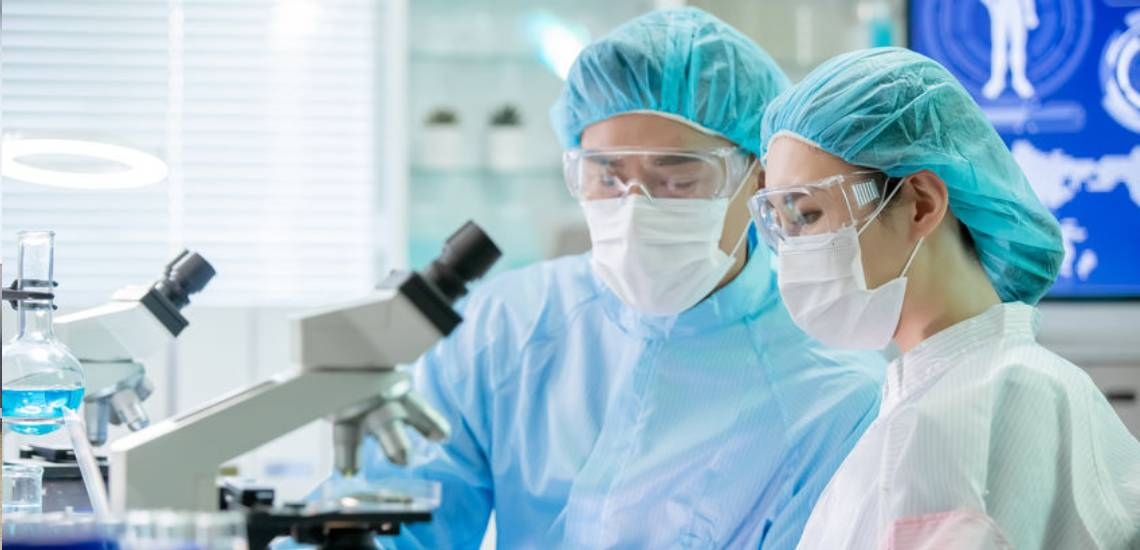 research-scientists-in-lab